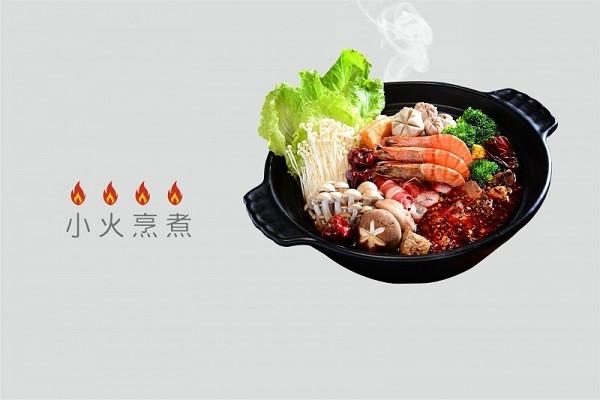 老四川不含牛油鴨香煲以小火烹煮